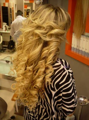 Uzun Kıvırcık Saç Bakımı